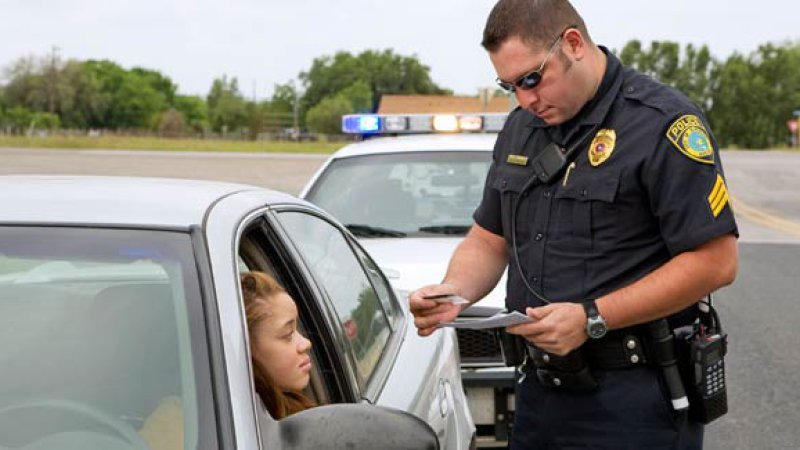 Lawyer%2FUber+driver+was+pulled+over+and+was+restricted+from+recording+the+police+due+to+a+new+supposed+law.