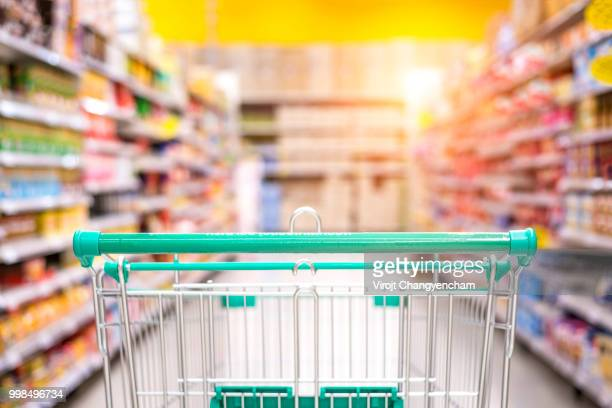 Empty+shopping+cart+in+the+supermarket+shopping+mall